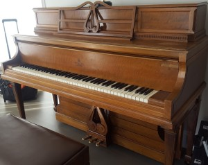piano_antique_image
