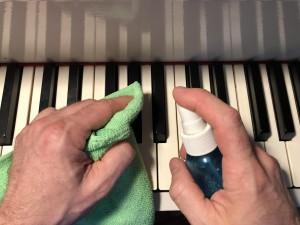 La désinfection régulière de votre clavier aide à limiter la propagation de la Covid-19.